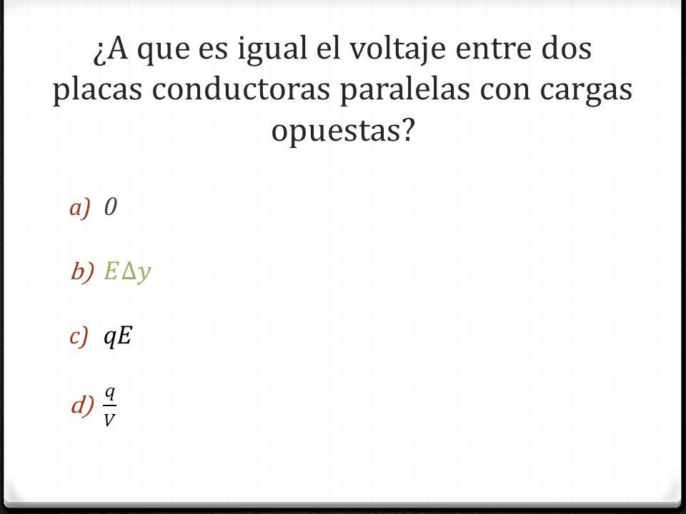 ¿A que es igual el voltaje entre dos placas conductoras paralelas con cargas opuestas?
