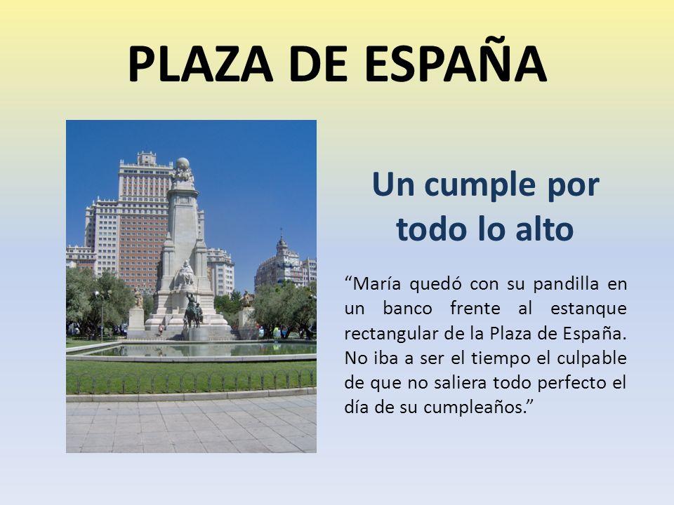 PLAZA DE ESPAÑA Un cumple por todo lo alto María quedó con su pandilla en un banco frente al estanque rectangular de la Plaza de España.