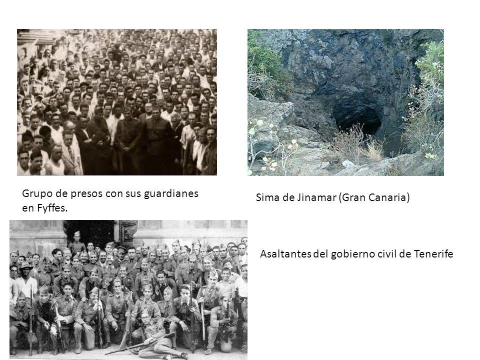 Grupo de presos con sus guardianes en Fyffes. Sima de Jinamar (Gran Canaria) Asaltantes del gobierno civil de Tenerife