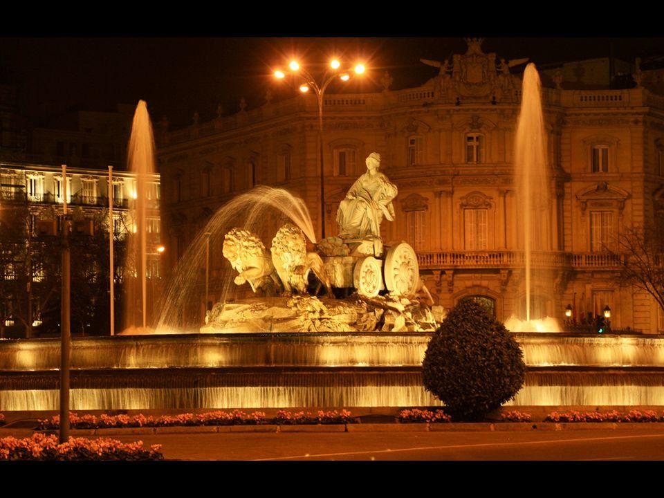 A mediados del siglo XX, la fuente fue remodelada de nuevo, momento en que se la añadieron nuevos surtidores, cascadas y la iluminación nocturna.