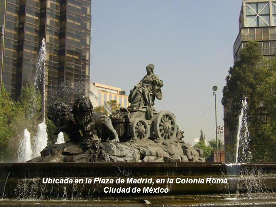 La calle Alcalá, el edificio de Correos y la fuente de la Cibeles, que aparece tapada para protegerla durante la guerra civil, entre los años 1936 y 1