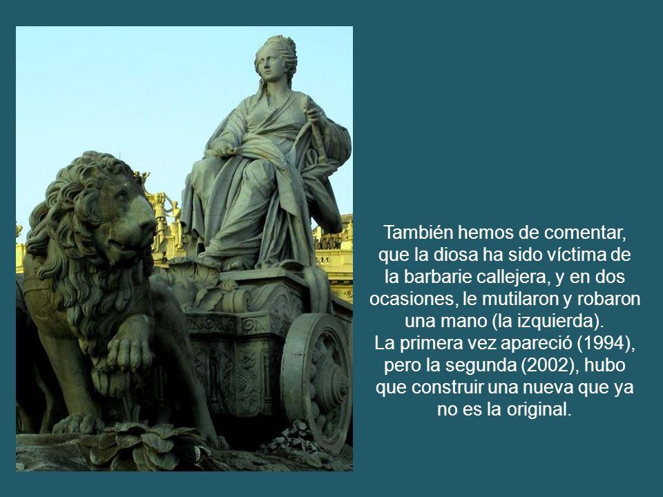 Fue donada por la comunidad de residentes españoles en México. Se erige como símbolo de hermanamiento entre ambas metrópolis. Fue inaugurada el 5 de s