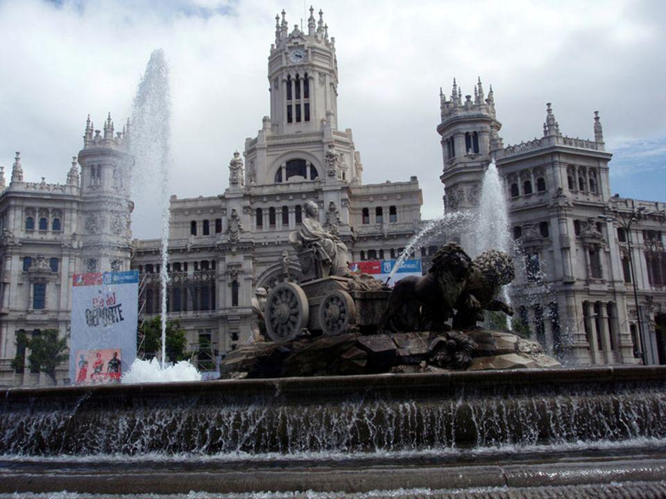 Fuente de Cibeles (con el Palacio de Linares al fondo)