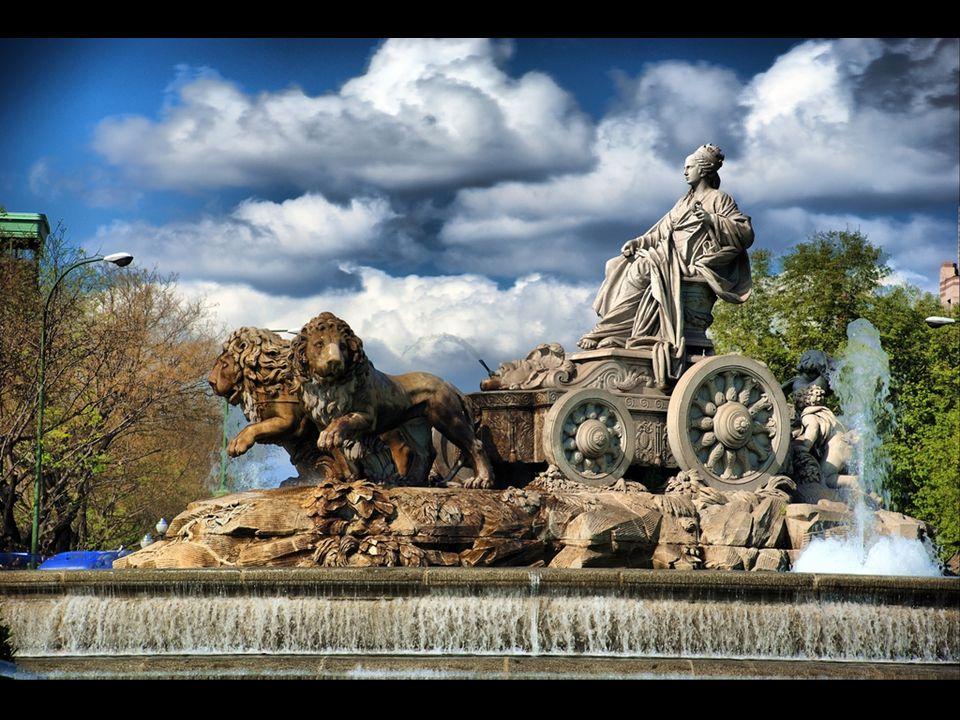 El diseño fue de Ventura Rodríguez, y es la primera de las tres fuentes monumentales que proyectó para el Salón del Prado, a instancias del rey Carlos