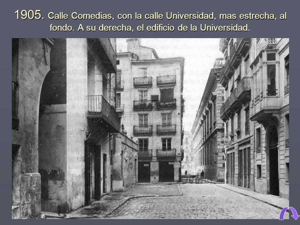 1905.Calle Comedias, con la calle Universidad, mas estrecha, al fondo.