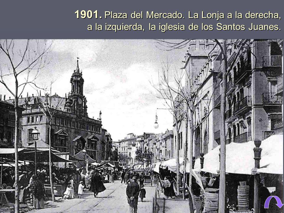 1901. Plaza del Mercado. La Lonja a la derecha, a la izquierda, la iglesia de los Santos Juanes.