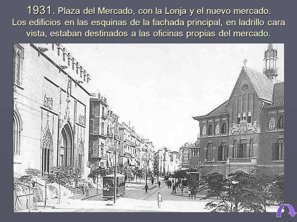 1931.Plaza del Mercado, con la Lonja y el nuevo mercado.