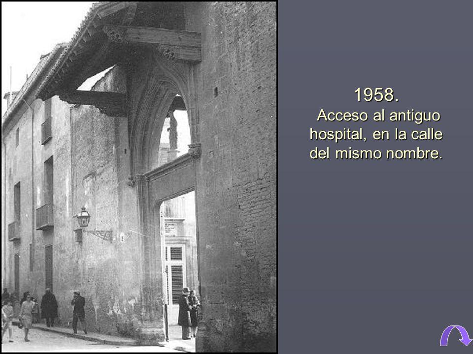 1958. Acceso al antiguo hospital, en la calle del mismo nombre.