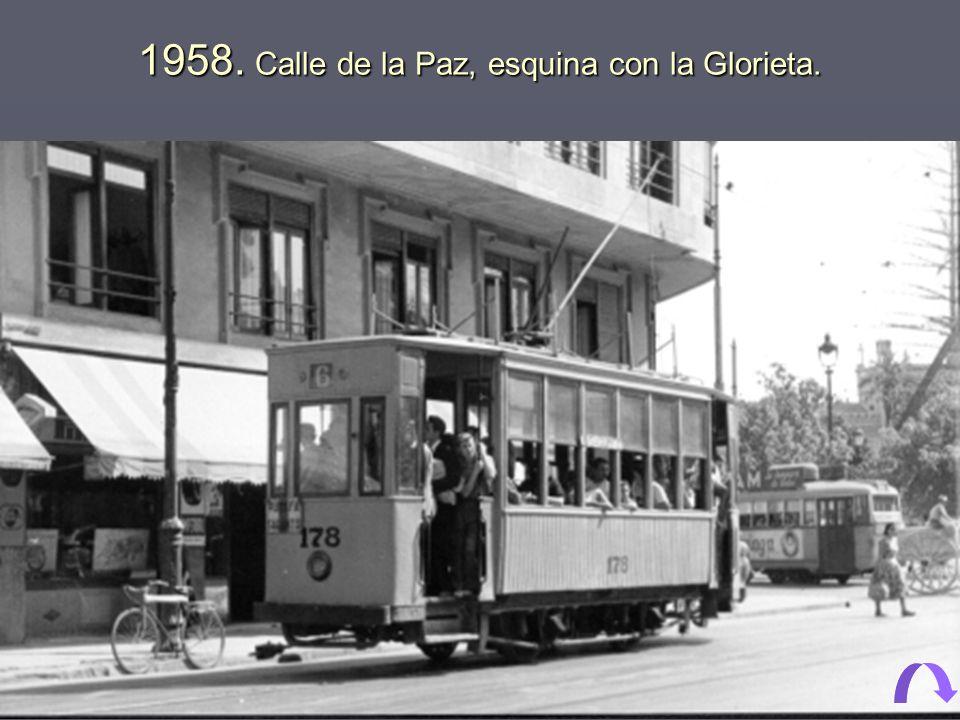 1958. Calle de la Paz, esquina con la Glorieta.