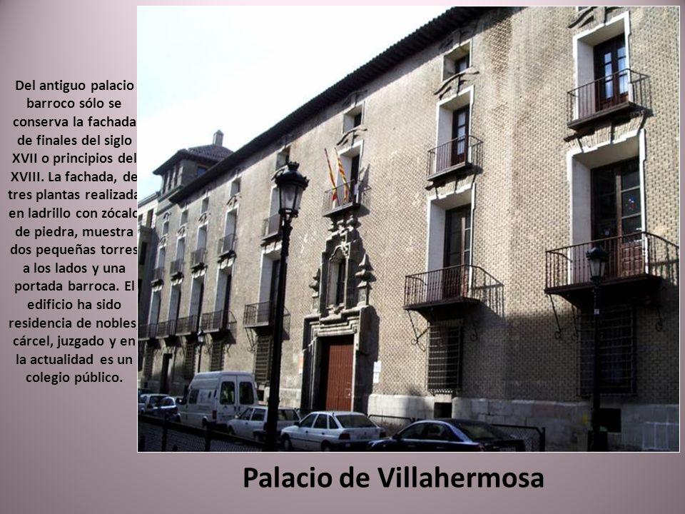 Iglesia de las Escuelas Pías o de Santo Tomás de Aquino. fue construida entre 1736 y 1740 por Francisco Velasco. La sencilla fachada, flanqueada por d