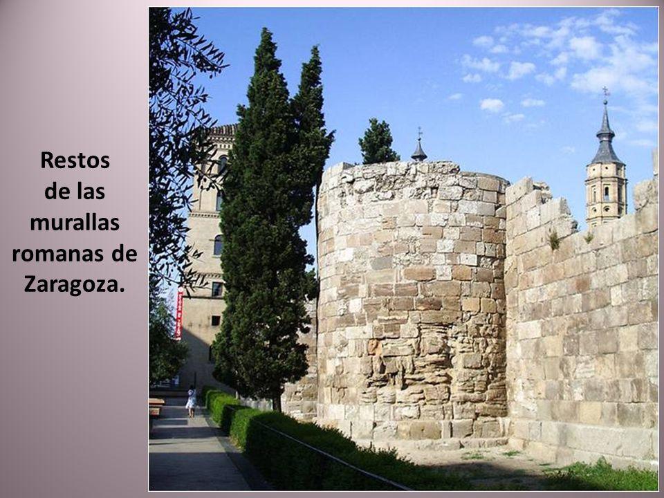 Es un edificio del año 1928 que fue el antiguo mercado de pescado de Zaragoza, de ahí su nombre. De estilo neorrenacentista, está inspirado en los pal
