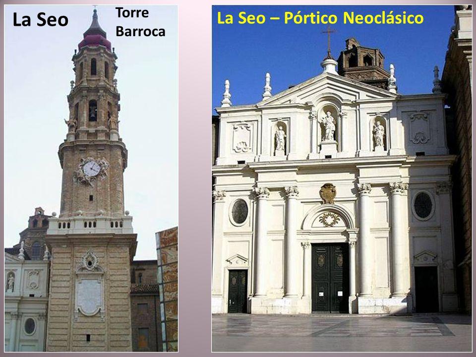 La Catedral del Salvador (La Seo), recientemente restaurada y mezcla de estilos románico, gótico, mudéjar y barroco está construida sobre los restos d