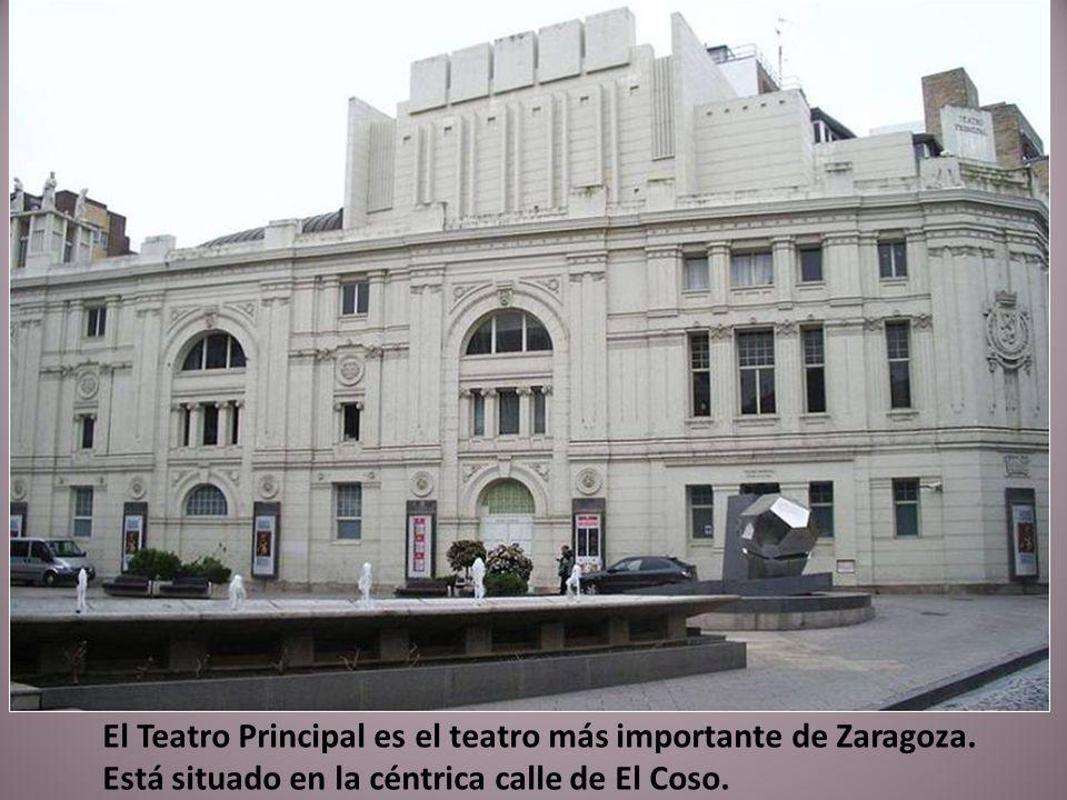 Casa Juncosa. Vivienda diseñada en 1903 por José de Yarza Echenique, incorpora una fachada con remate escalonado a modo de almenas, toda ella decorada