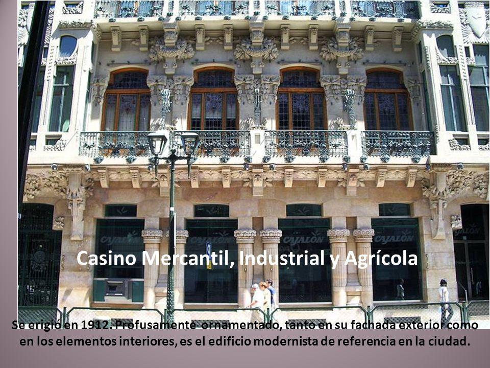 El Teatro Principal es el teatro más importante de Zaragoza. Está situado en la céntrica calle de El Coso.