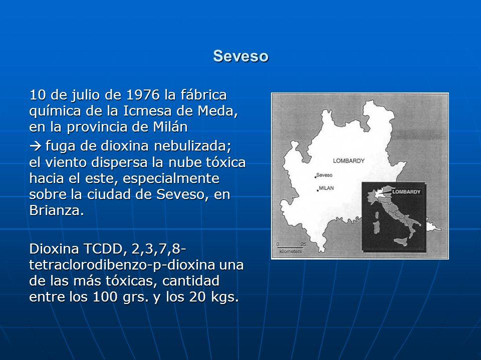 Seveso 10 de julio de 1976 la fábrica química de la Icmesa de Meda, en la provincia de Milán fuga de dioxina nebulizada; el viento dispersa la nube tó
