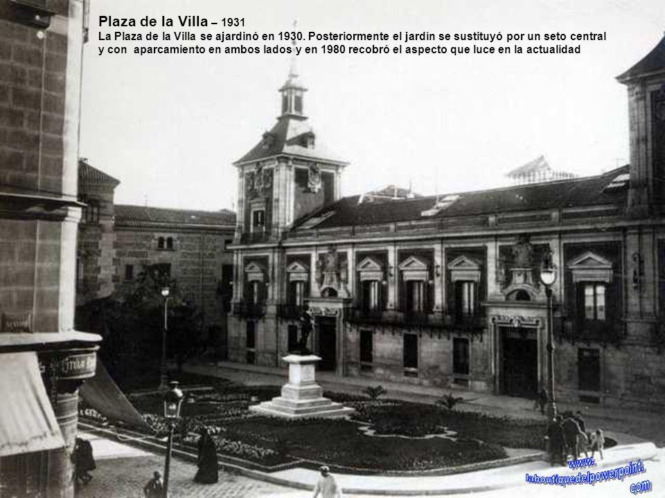 Cuesta de la Vega – 1875 Vista de la Cuesta de la Vega cuando el solar donde ahora se levanta la catedral de Madrid, estaba ocupado por casas particul
