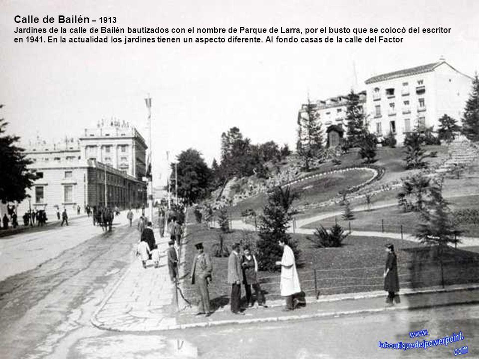 Plaza de la Villa – 1931 La Plaza de la Villa se ajardinó en 1930. Posteriormente el jardín se sustituyó por un seto central y con aparcamiento en amb