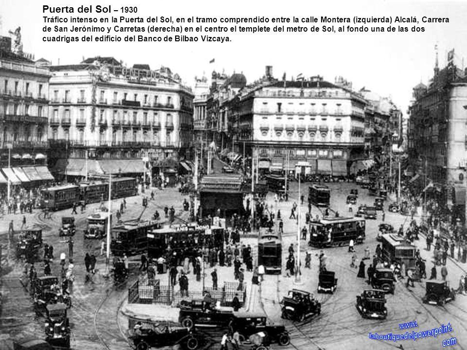 Plaza de Colón – Finales siglo XIX A la izquierda parte del palacio de Medinaceli, derribado en 1965 y en cuyo solar se levanta el Centro Colón y a la