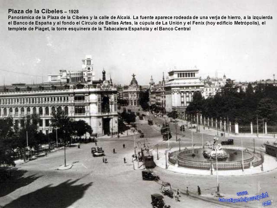 Puerta del Sol – 1930 Tráfico intenso en la Puerta del Sol, en el tramo comprendido entre la calle Montera (izquierda) Alcalá, Carrera de San Jerónimo