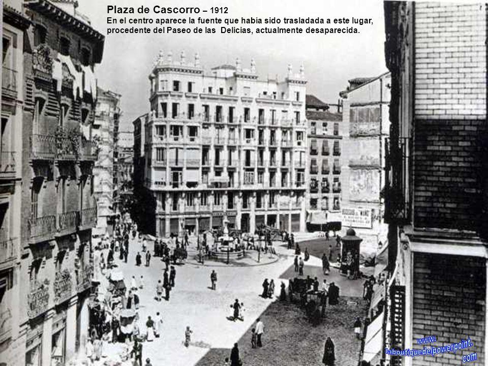 Plaza de Cascorro – 1912 En 1913 se derribo el llamado tapón del Rastro, una manzana de casas en forma triangular que entorpecía la entrada al mismo y