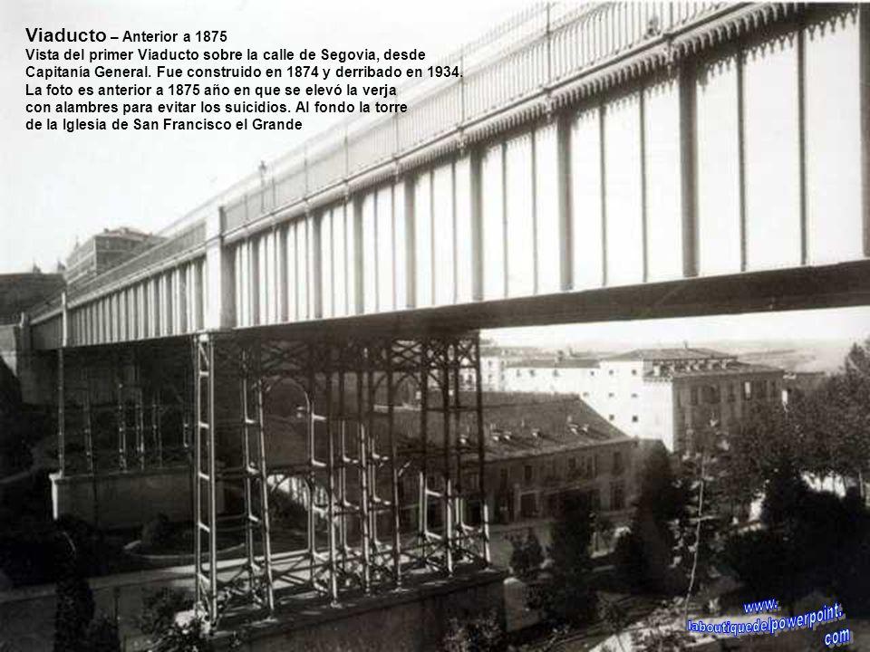 Puente de los Franceses – 1960 Construcción del Puente de los Franceses sobre el Manzanares aún sin canalizar. En primer plano los Ingenieros Director