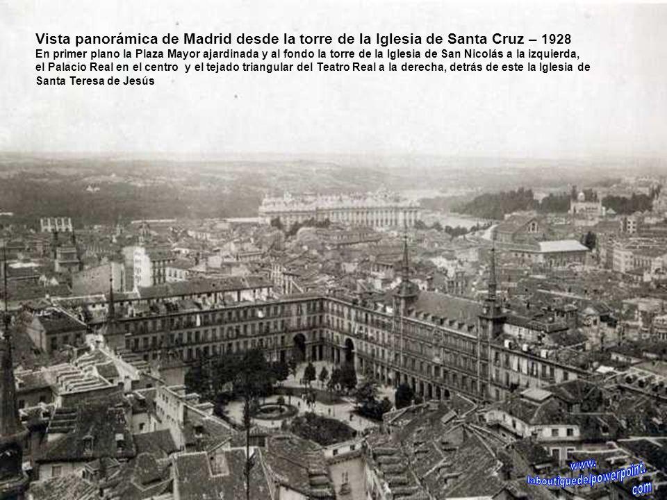 Iglesia de San Jerónimo el Real – 1929 El la foto aparece la escalinata frontal que se construyó en 1905 con motivo de la boda de Alfonso XIII. En la