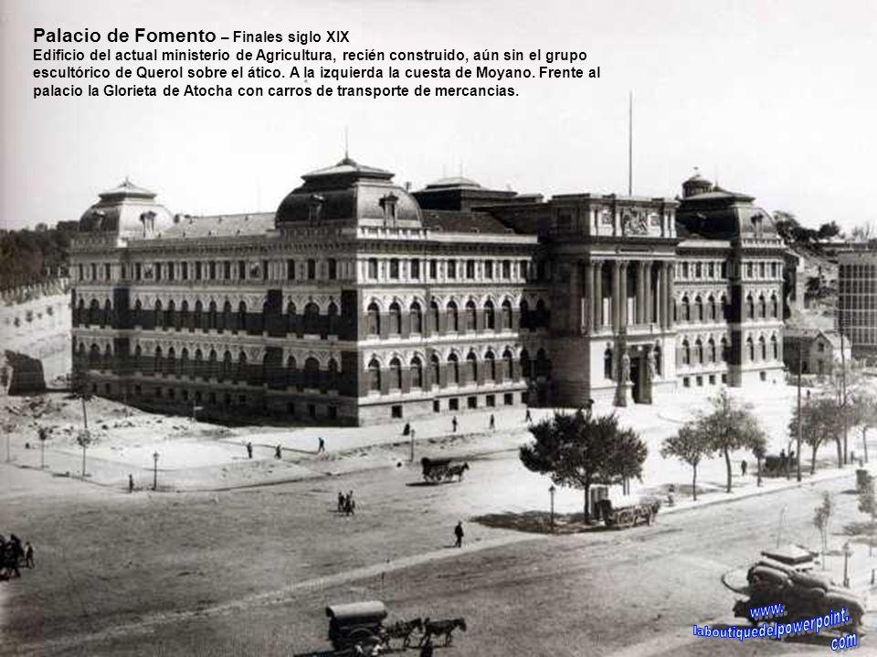 Banco de España – Antes de 1898 Construido en 1891 en el solar del palacio del marqués de Alcañices (entre otros edificios) del que destacaba sobre to