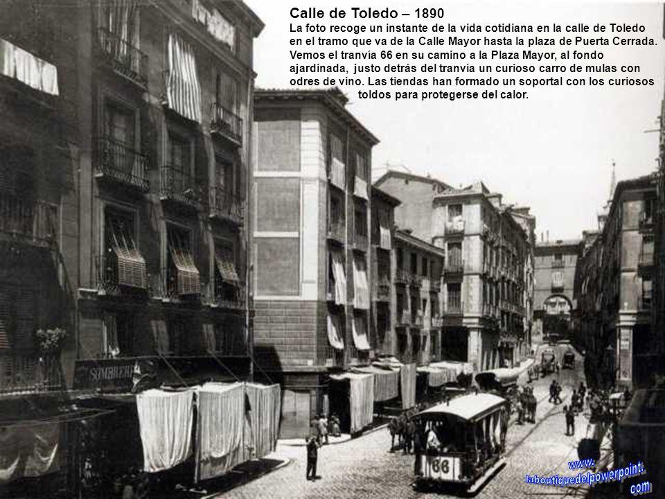 Vista panorámica de Madrid desde la torre de la Iglesia de Santa Cruz – 1928 En primer plano la Plaza Mayor ajardinada y al fondo la torre de la Igles