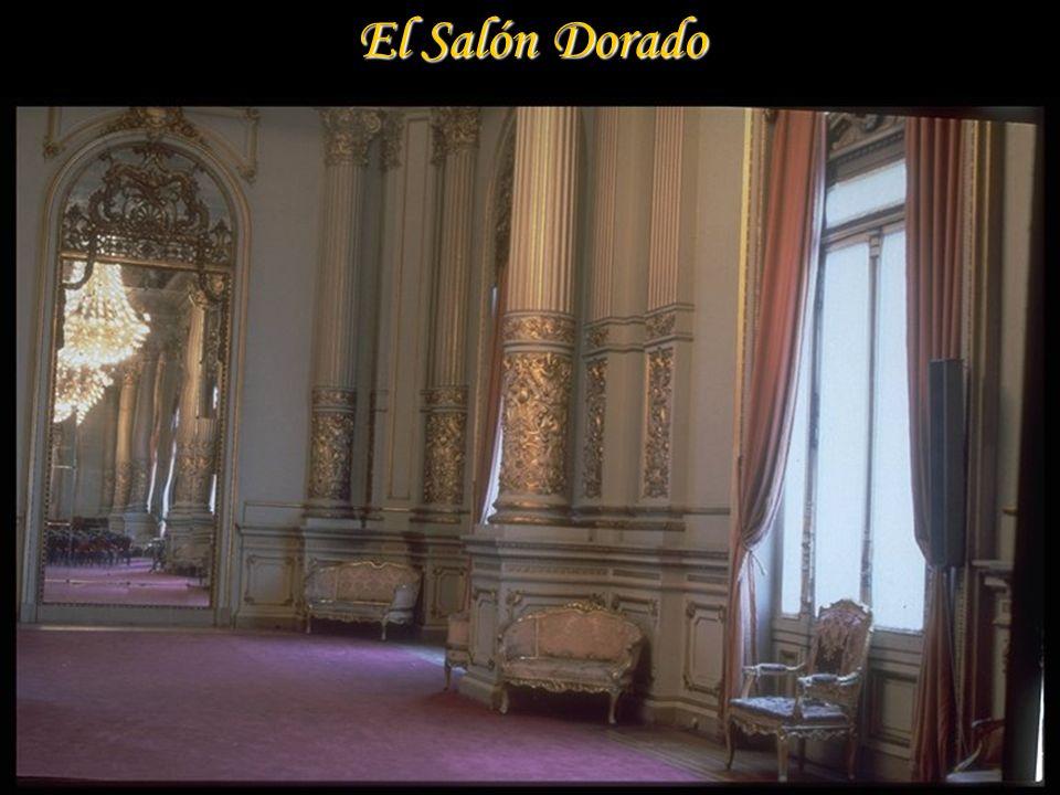 Algunos de los vitraux. vitraux. Fueron hechos en la Casa Gaudín de París en 1907 Fueron hechos en la Casa Gaudín de París en 1907
