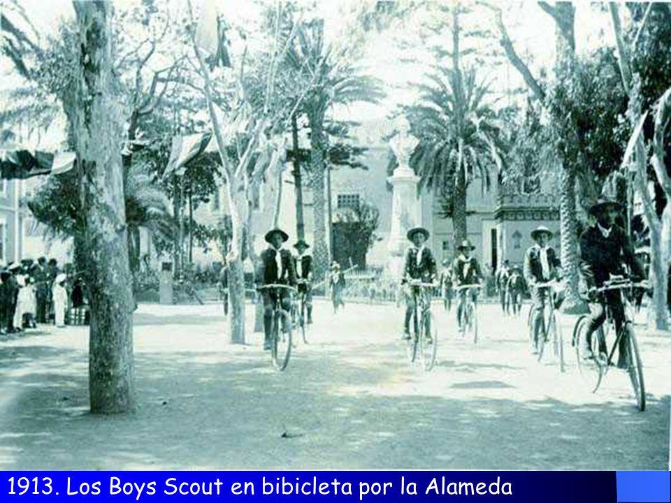 1913. Autoridades y Boys Scout El Obispo Padre Cueto
