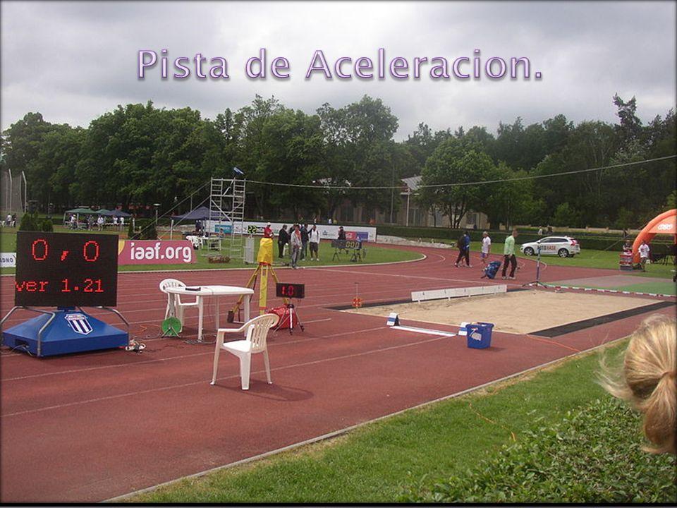 La pista de aceleración no tiene una longitud concreta, pero suele medir aproximadamente unos 45 metros.