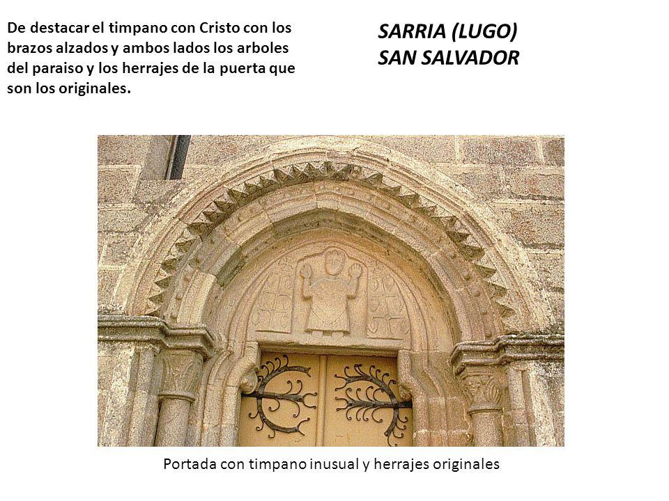 De destacar el timpano con Cristo con los brazos alzados y ambos lados los arboles del paraiso y los herrajes de la puerta que son los originales. SAR