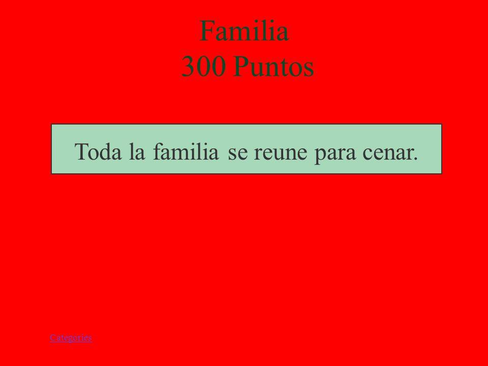 Categories Familia 300 Puntos Toda la familia se reune para cenar.