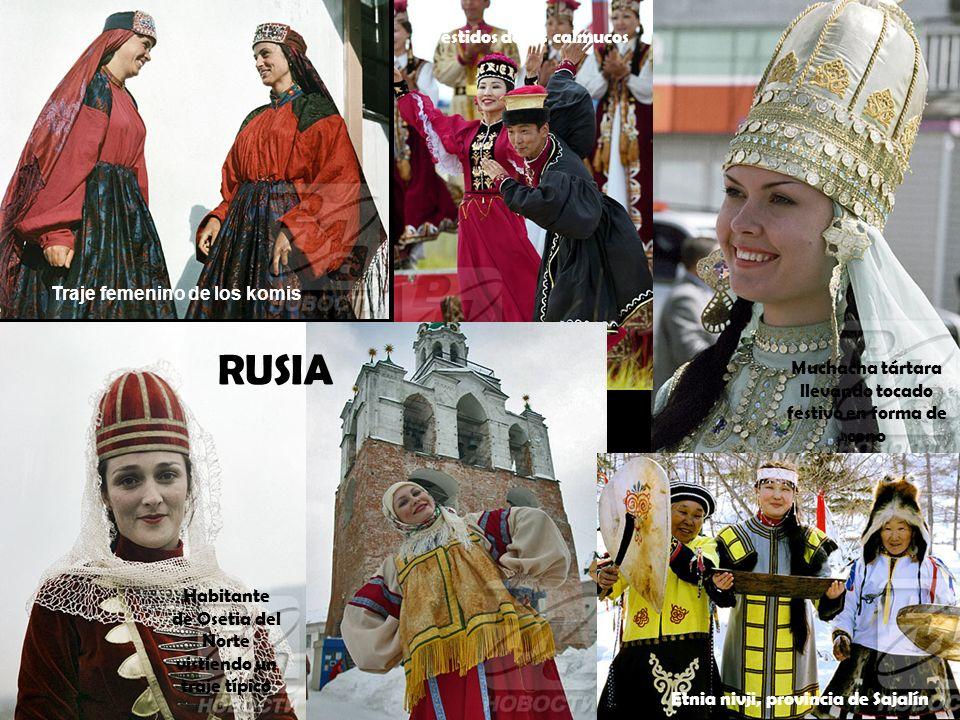 Habitante de Osetia del Norte vistiendo un traje típico Traje femenino de los komis Vestidos de los calmucos Muchacha tártara llevando tocado festivo