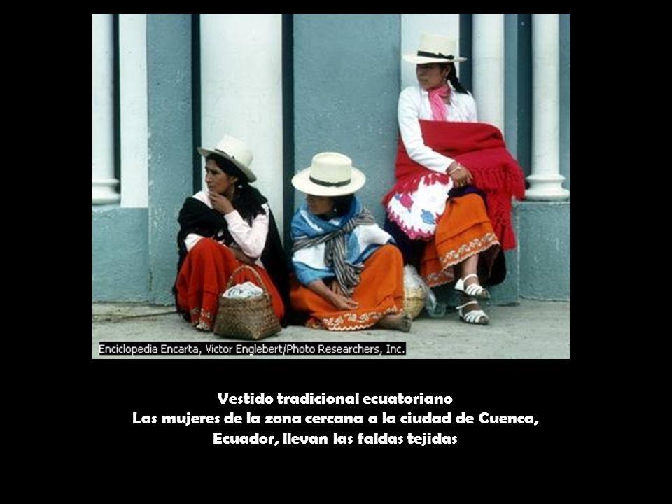 Vestido tradicional ecuatoriano Las mujeres de la zona cercana a la ciudad de Cuenca, Ecuador, llevan las faldas tejidas