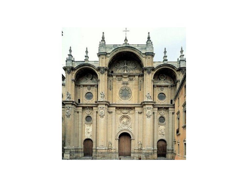 Fachada de la Catedral de Granada, de Alonso Cano. La fachada está constituida por una estructura encuadrada en forma de arco del triunfo con portadas
