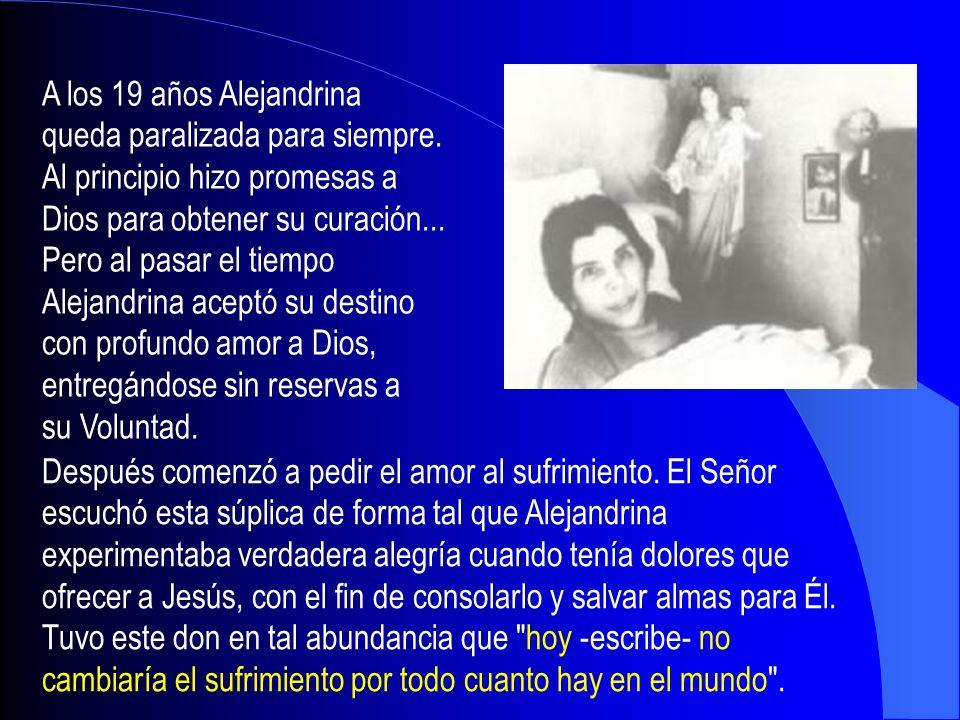 Alejandrina se da cuenta después de tantas oraciones que no obtenía su salud, así fueron muriendo en ella los deseos de sanar, y siente crecer el ansia de amar el dolor y de pensar solamente en Dios.