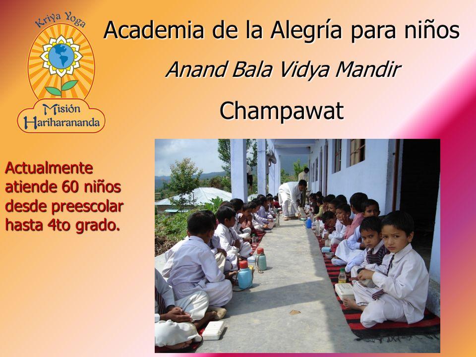 Actualmente atiende 60 niños desde preescolar hasta 4to grado. Academia de la Alegría para niños Anand Bala Vidya Mandir Champawat