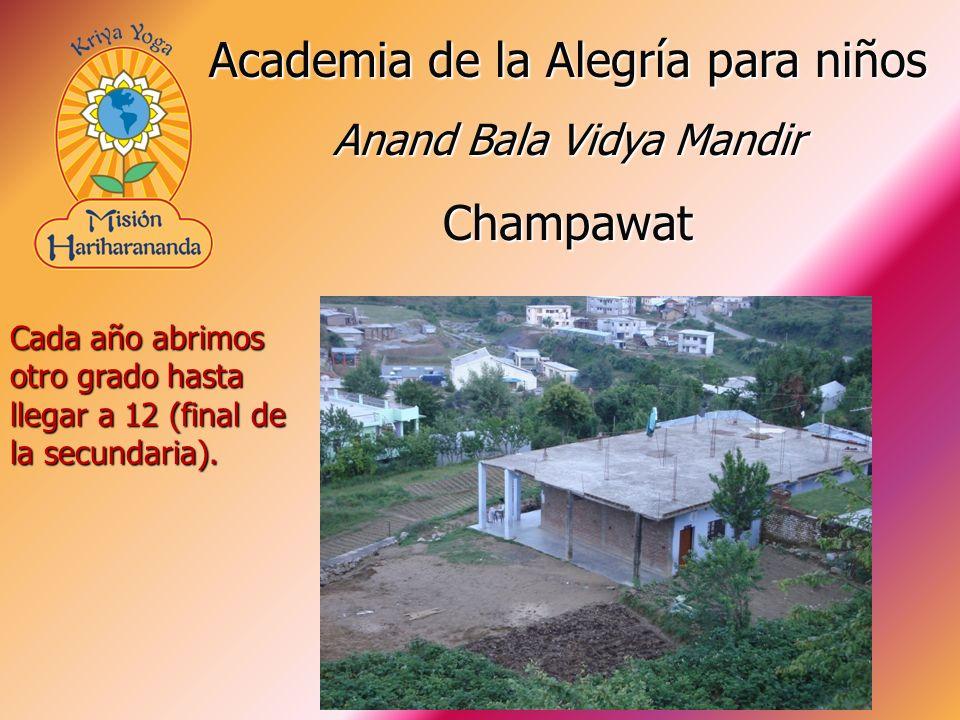 Cada año abrimos otro grado hasta llegar a 12 (final de la secundaria). Academia de la Alegría para niños Anand Bala Vidya Mandir Champawat