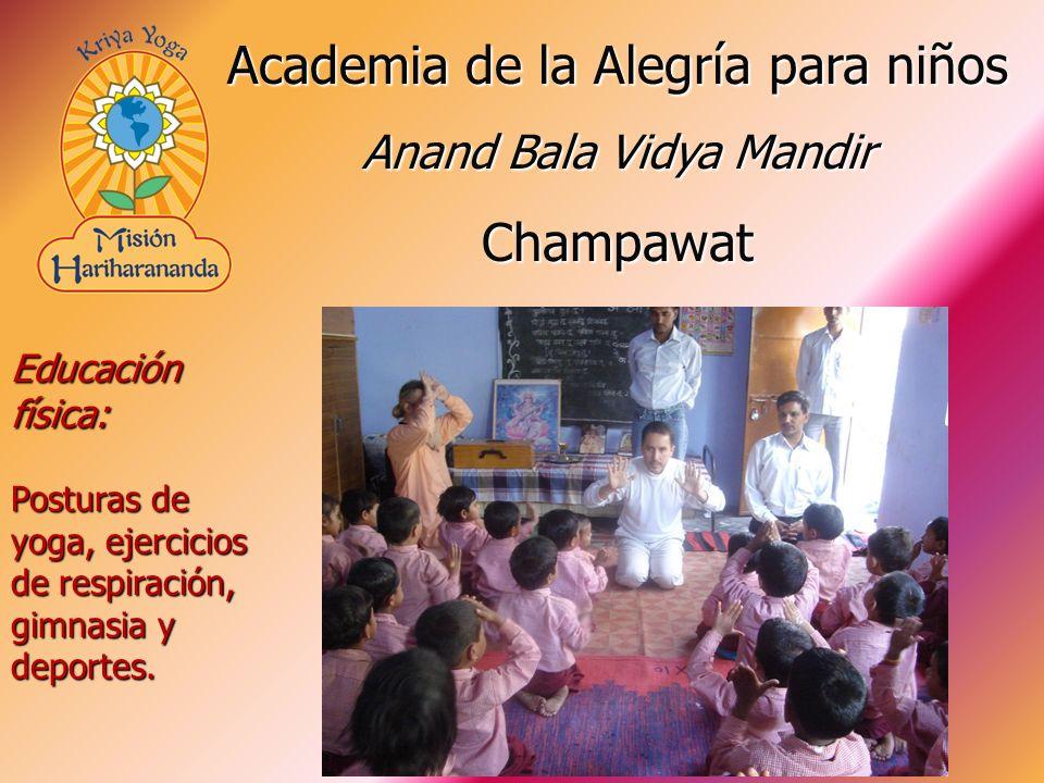 Educación física: Posturas de yoga, ejercicios de respiración, gimnasia y deportes. Academia de la Alegría para niños Anand Bala Vidya Mandir Champawa