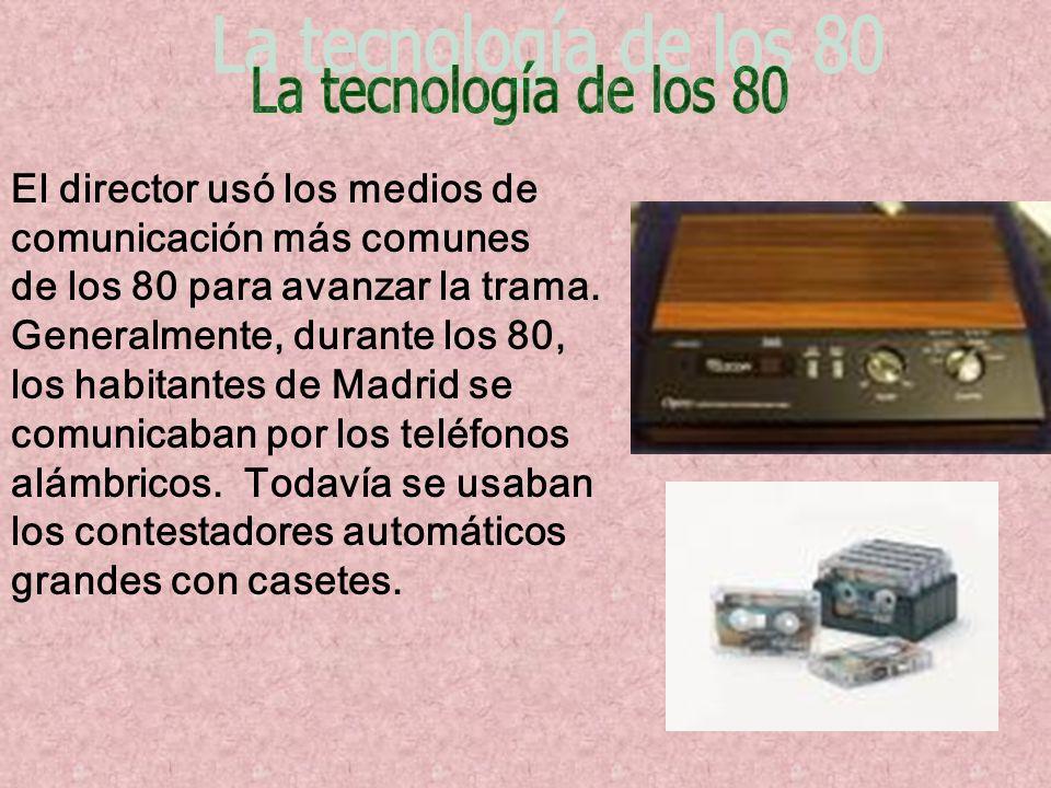 El director usó los medios de comunicación más comunes de los 80 para avanzar la trama. Generalmente, durante los 80, los habitantes de Madrid se comu