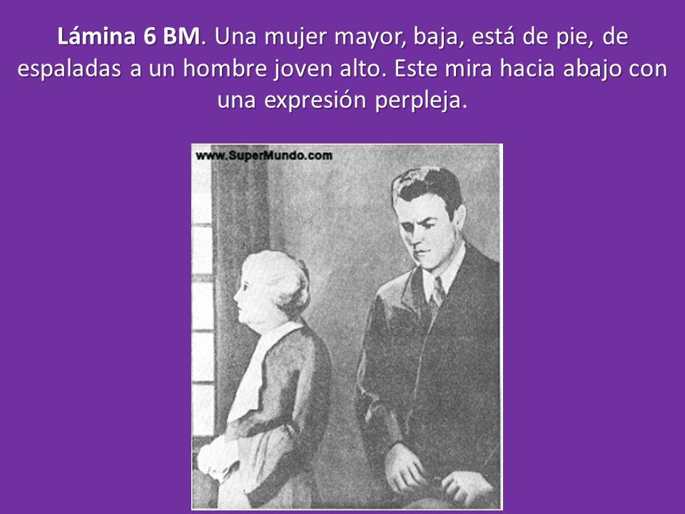 Lámina 6 BM. Una mujer mayor, baja, está de pie, de espaladas a un hombre joven alto. Este mira hacia abajo con una expresión perpleja Lámina 6 BM. Un