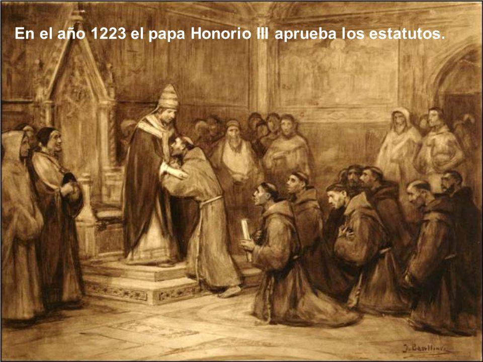 San Francisco, con la ayuda del cardenal Hugolino y algún hermano, redactó nuevos estatutos para presentarlos al papa Honorio III No era fácil, pues h