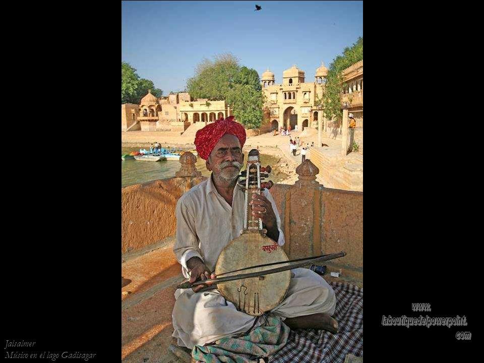 Puesta de sol en Bada Bagh, los cenotafios de los gobernantes de Jaisalmer