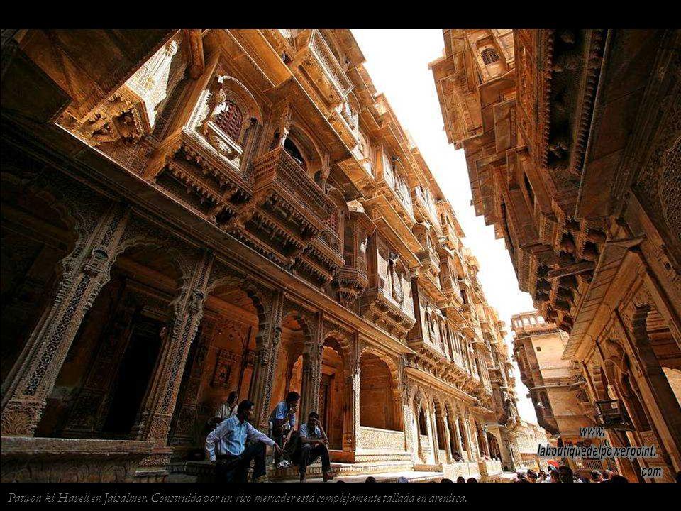Jaisalmer. Hombre Rajput Los Rajputs son un clan de la casta de los Chatrías, la casta de los guerreros. Su carácter orgulloso, combativo y leal hizo