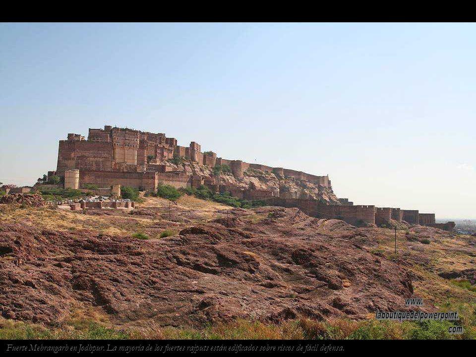 Puesta de sol en las dunas de Khuri, buena parte de Rajastán está ocupada por el desierto del Thar.