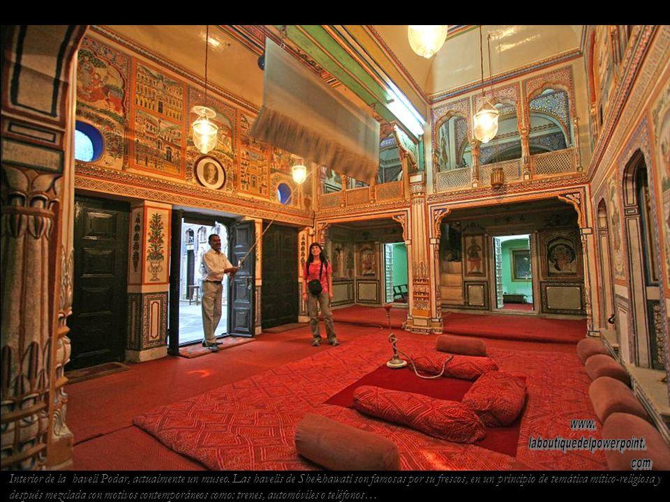 Haveli Podar en Nawalgarh. Las havelis pintadas de la región rajastaní de Shekhawati son las casas de mercaderes enriquecidos con el comercio de la ru