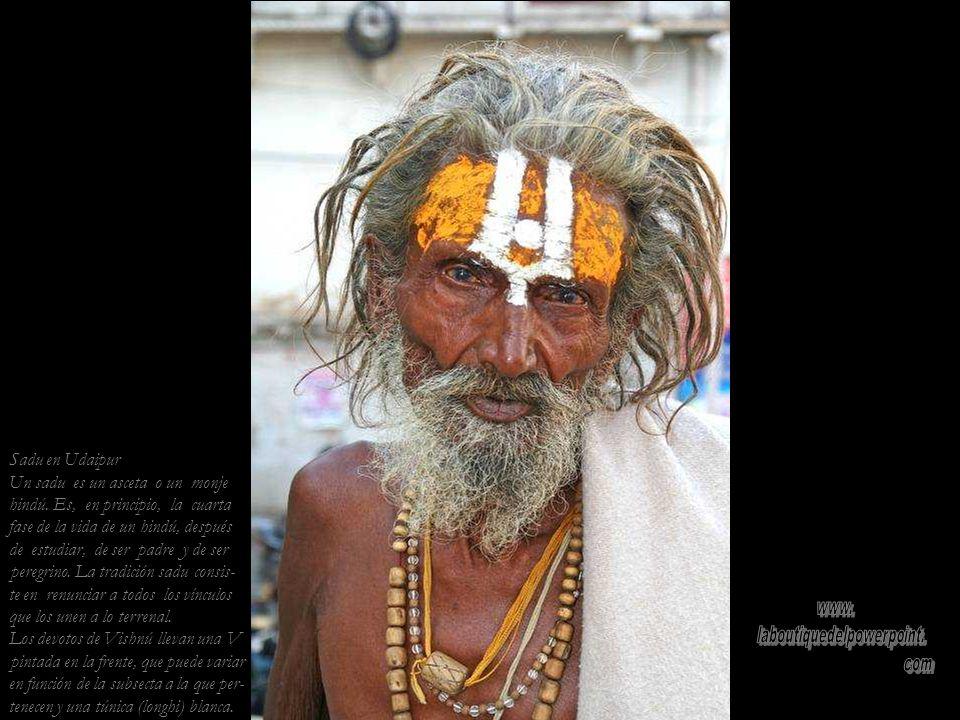 Canciones devocionales en el templo jainista de Udaipur
