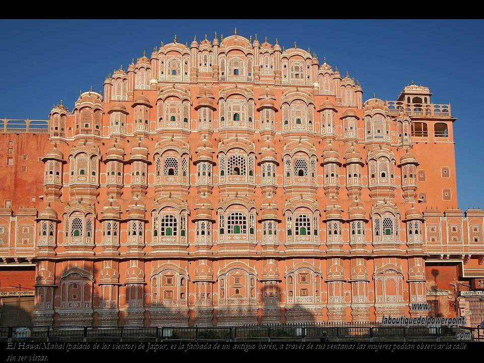 Gurdwara (templo sikh) de Pushkar. Los sikhs creen en un solo Dios y en las enseñanzas de los diez gurús recopiladas en su libro sagrado, el Guru Gran