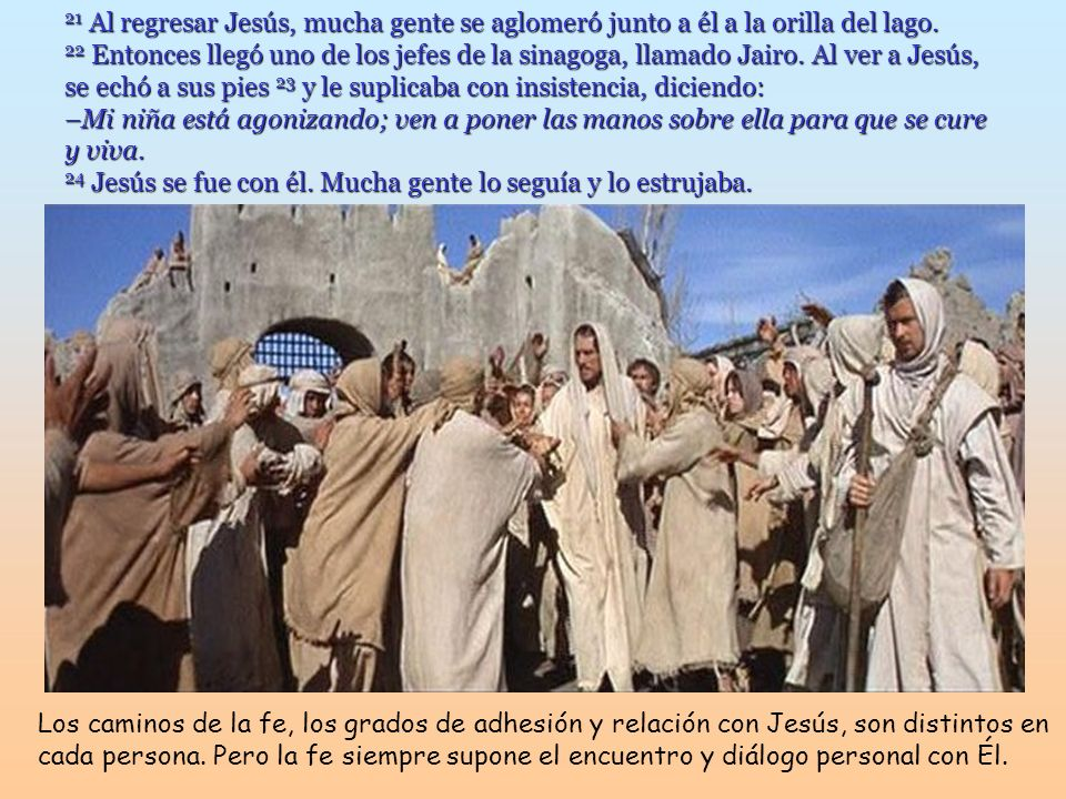21 Al regresar Jesús, mucha gente se aglomeró junto a él a la orilla del lago.